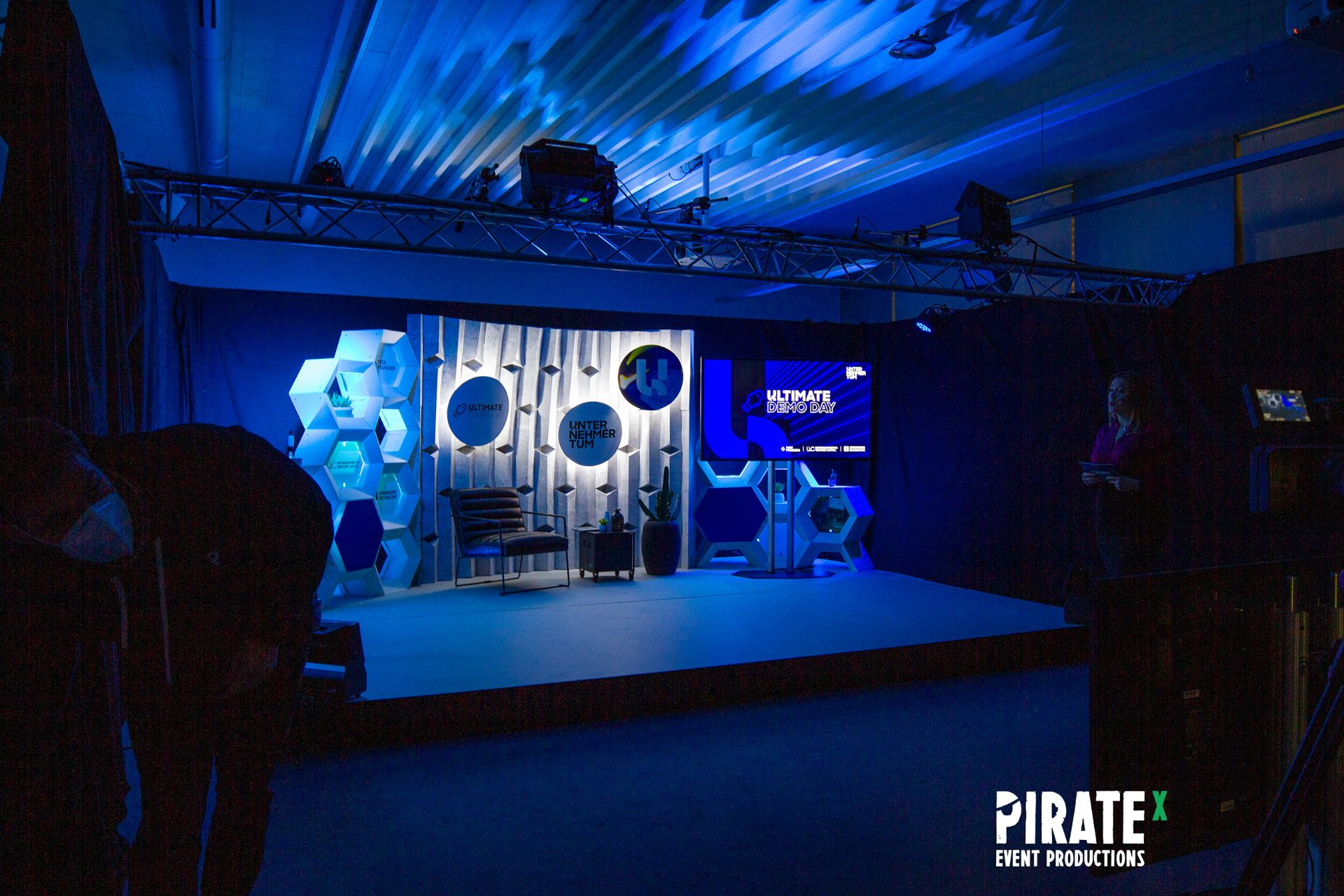 Stage picture for the TUM Ultimate Demo Day 2020 produced by PIRATEx